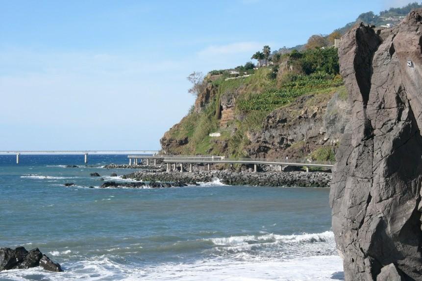 Praia Formosa promenade